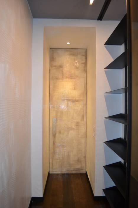 dettaglio porte: Studio in stile in stile Moderno di bilune studio