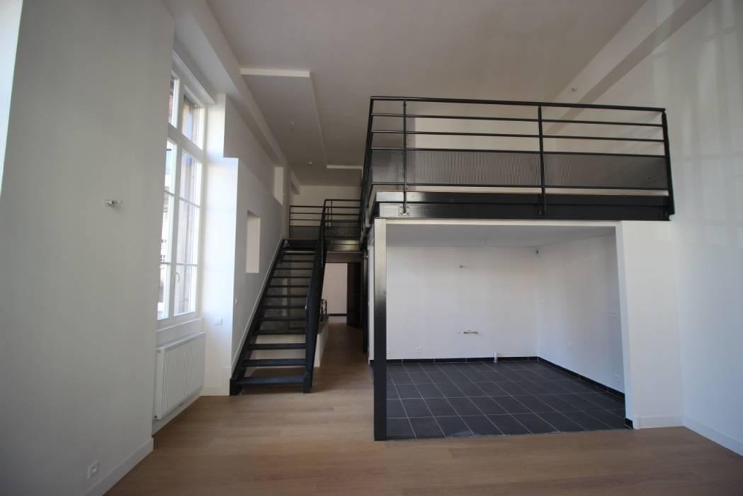 LOFT 3: Salon de style de style Moderne par DDB ARCHITECTURE