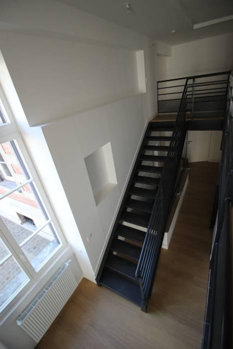 LOFT 4: Salon de style de style Moderne par DDB ARCHITECTURE