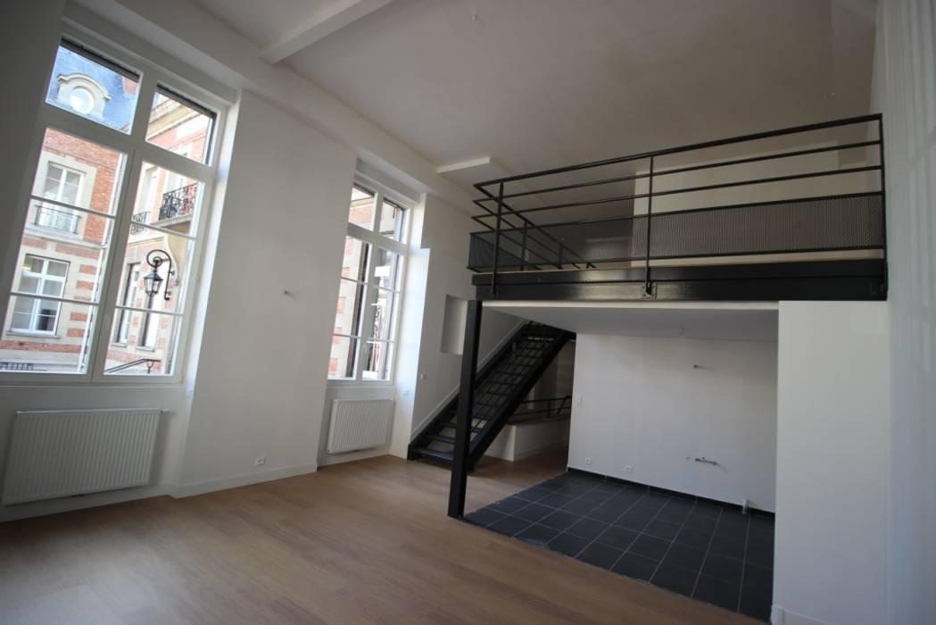 LOFT 5: Salon de style de style Moderne par DDB ARCHITECTURE