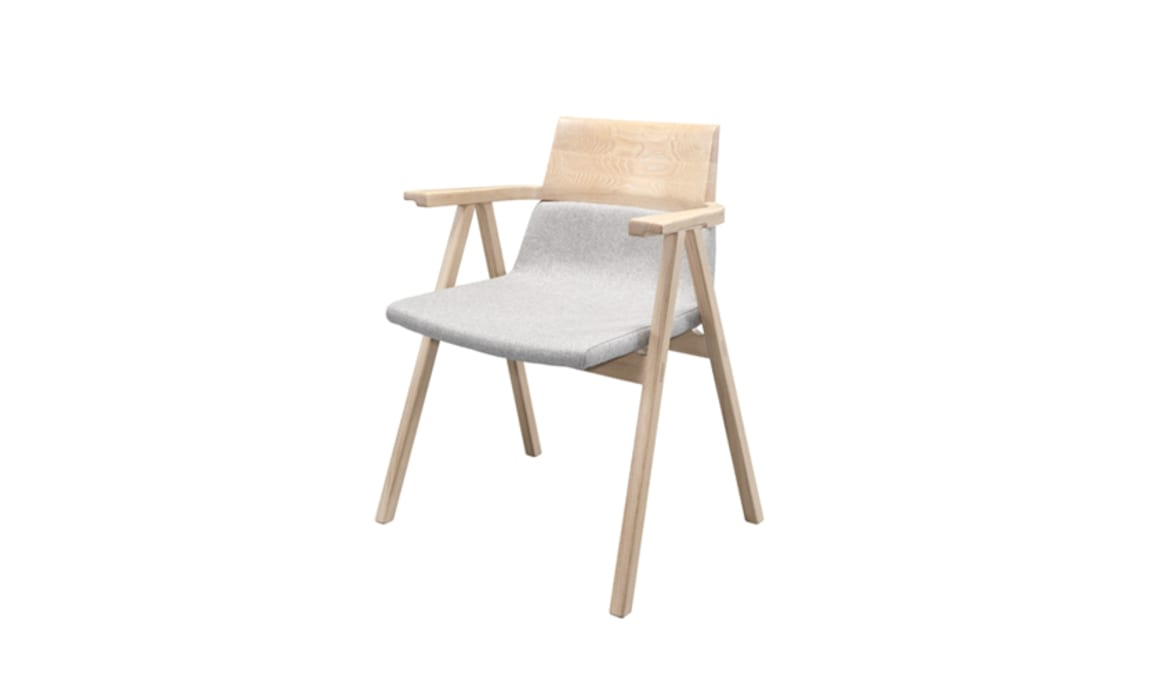 PENSIL CHAIR FAMILY: Casa  por Wewood - Portuguese Joinery,