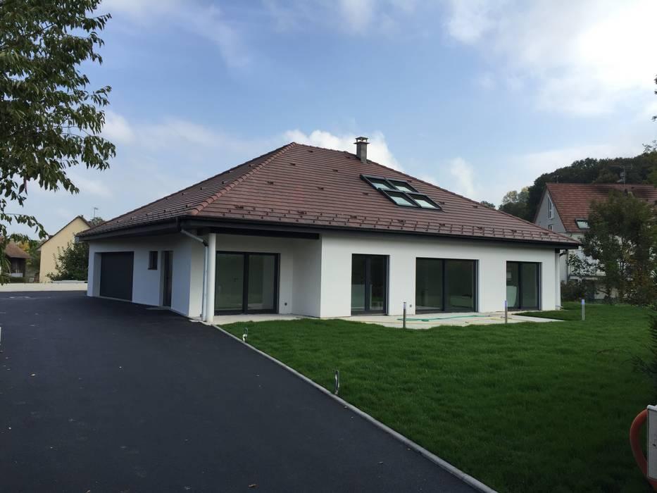 villa familiale à Hagenthal-le-Bas: Maisons de style  par A.FUKE-PRIGENT ARCHITECTE