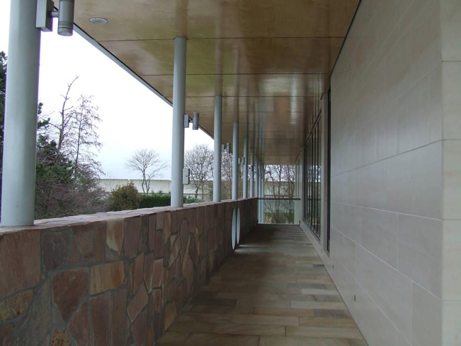 Balcones y terrazas de estilo moderno de SL atelier voor architectuur Moderno