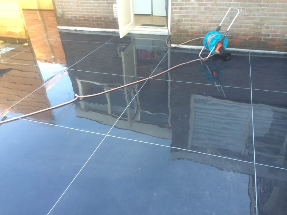 Super strak terras van beton. Moderne balkons, veranda's en terrassen van HV Betonvloeren BV Modern