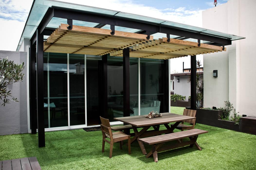 Modern Terrace by STUDIOROCA Modern