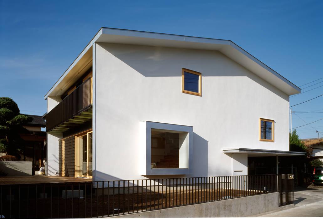 Maisons modernes par 桐山和広建築設計事務所 Moderne