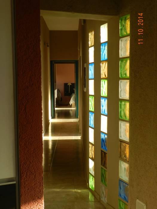 Pasillos, vestíbulos y escaleras de estilo moderno de ART quitectura + diseño de Interiores. ARQ SCHIAVI VALERIA Moderno