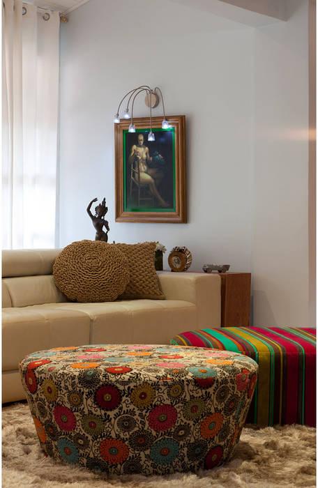 Living room by MMMundim Arquitetura e Interiores,