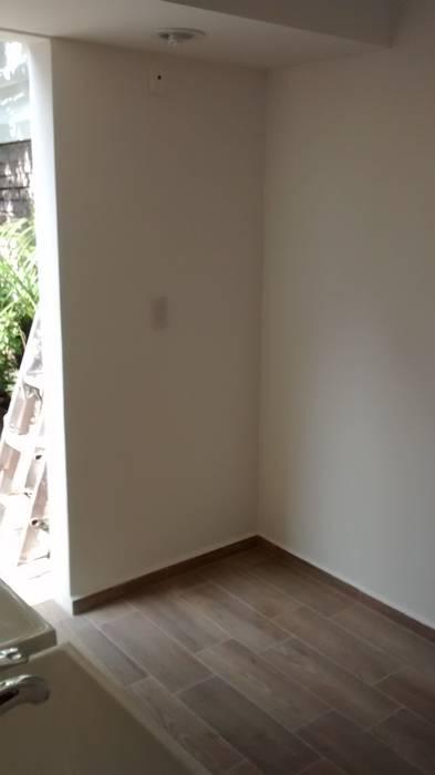 Rehabilitación de cuarto de servicio Paredes y pisos de estilo ecléctico de Fixing Ecléctico Ladrillos