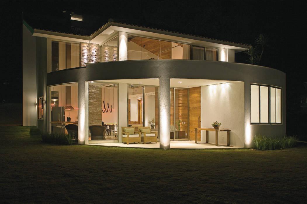 Isabela Canaan Arquitetos e Associados Modern houses