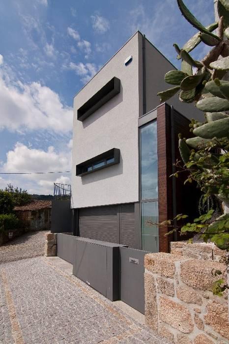 Nowoczesne domy od 136F - Arquitectos Nowoczesny