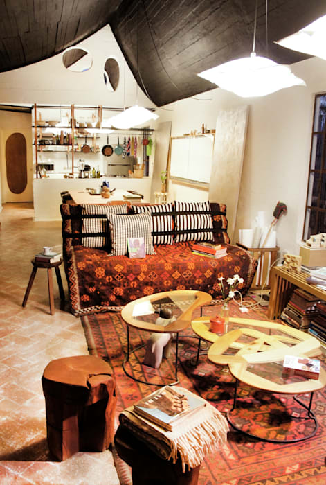 Casa Clemente Salones modernos de Juan Carlos Loyo Arquitectura Moderno