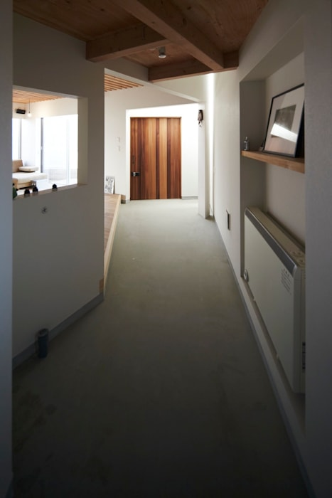 House in Aoba シキナミカズヤ建築研究所 Modern Corridor, Hallway and Staircase