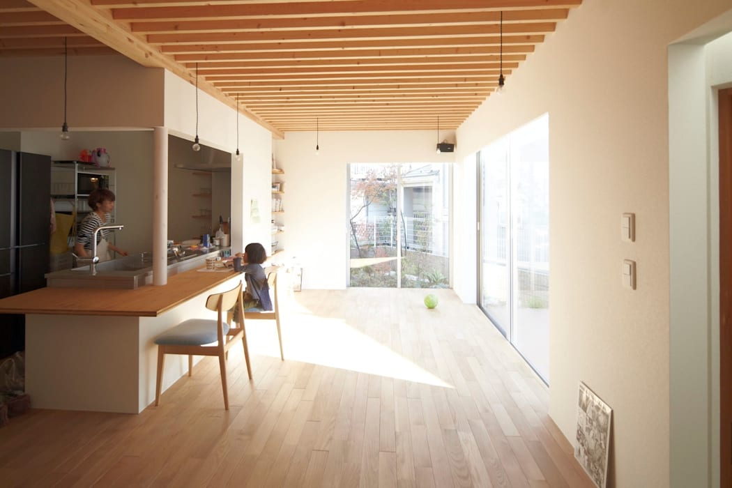 House in Aoba シキナミカズヤ建築研究所 Soggiorno moderno
