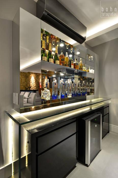 Bodegas de vino de estilo moderno de Tamara Rodriguez Aquitetura Moderno