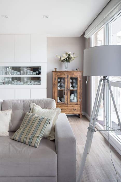 homify Minimalist living room Wood Beige