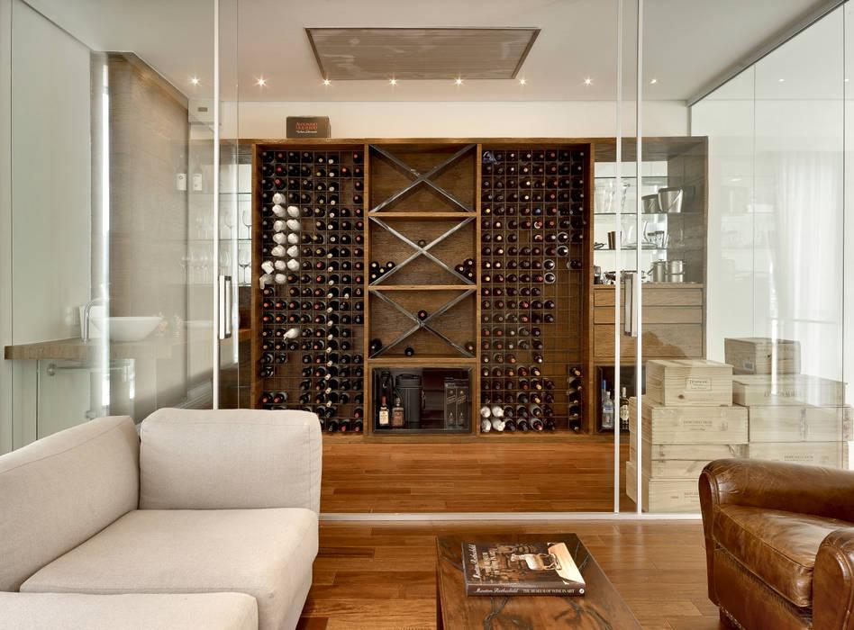 Ruang Penyimpanan Wine oleh Márcia Carvalhaes Arquitetura LTDA., Modern