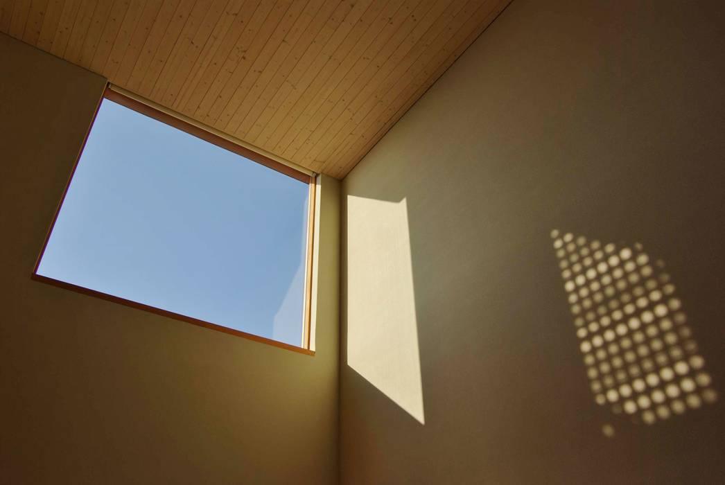 川口孝男建築設計事務所 Modern Windows and Doors Wood White