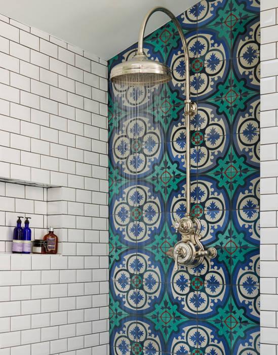 Victorian Terrace House, South-West London Baños de estilo rústico de Drummonds Bathrooms Rústico