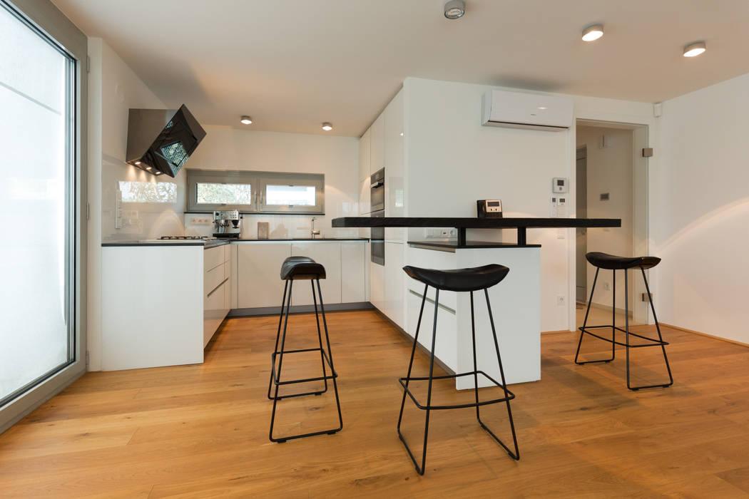 Haus R Minimalistische Küchen von SMART LIVING GmbH Minimalistisch