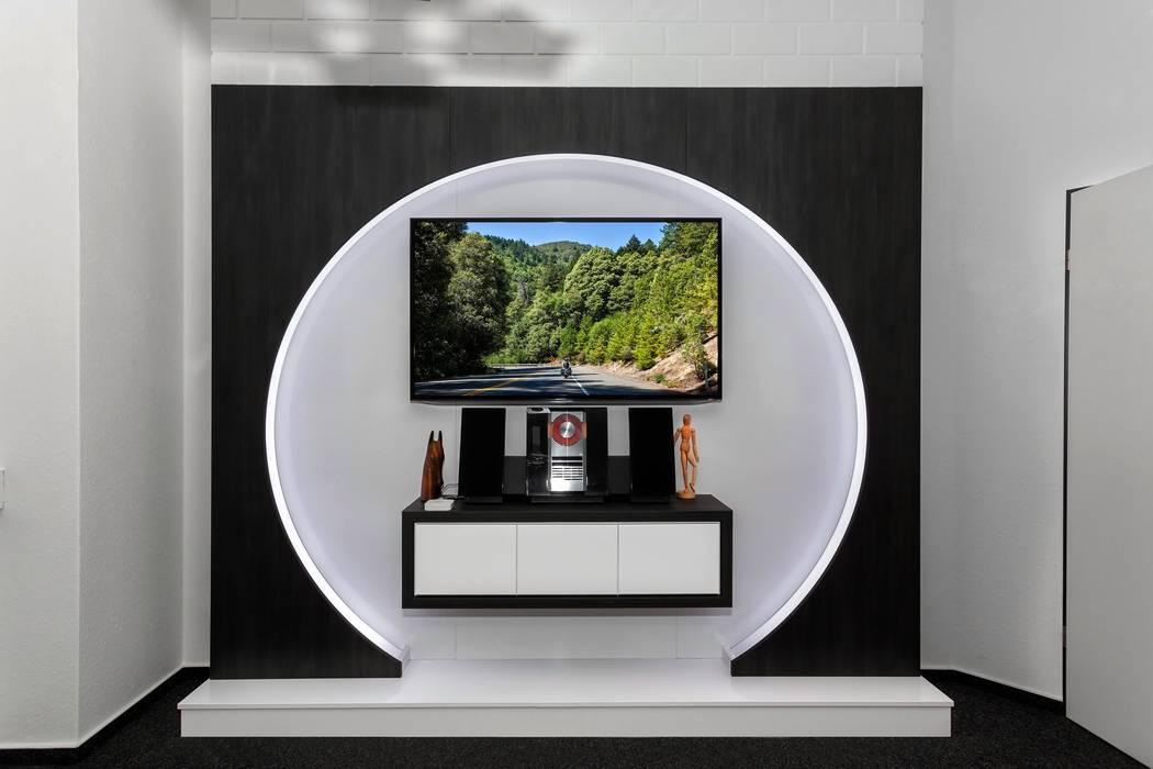 Multimedia room by TV WALL Designmöbel ,