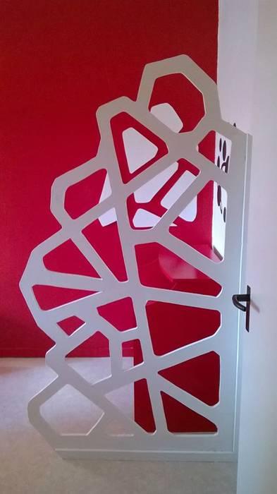 la paroi vue du couloir: Bureau de style de style eclectique par studiomaxdesign