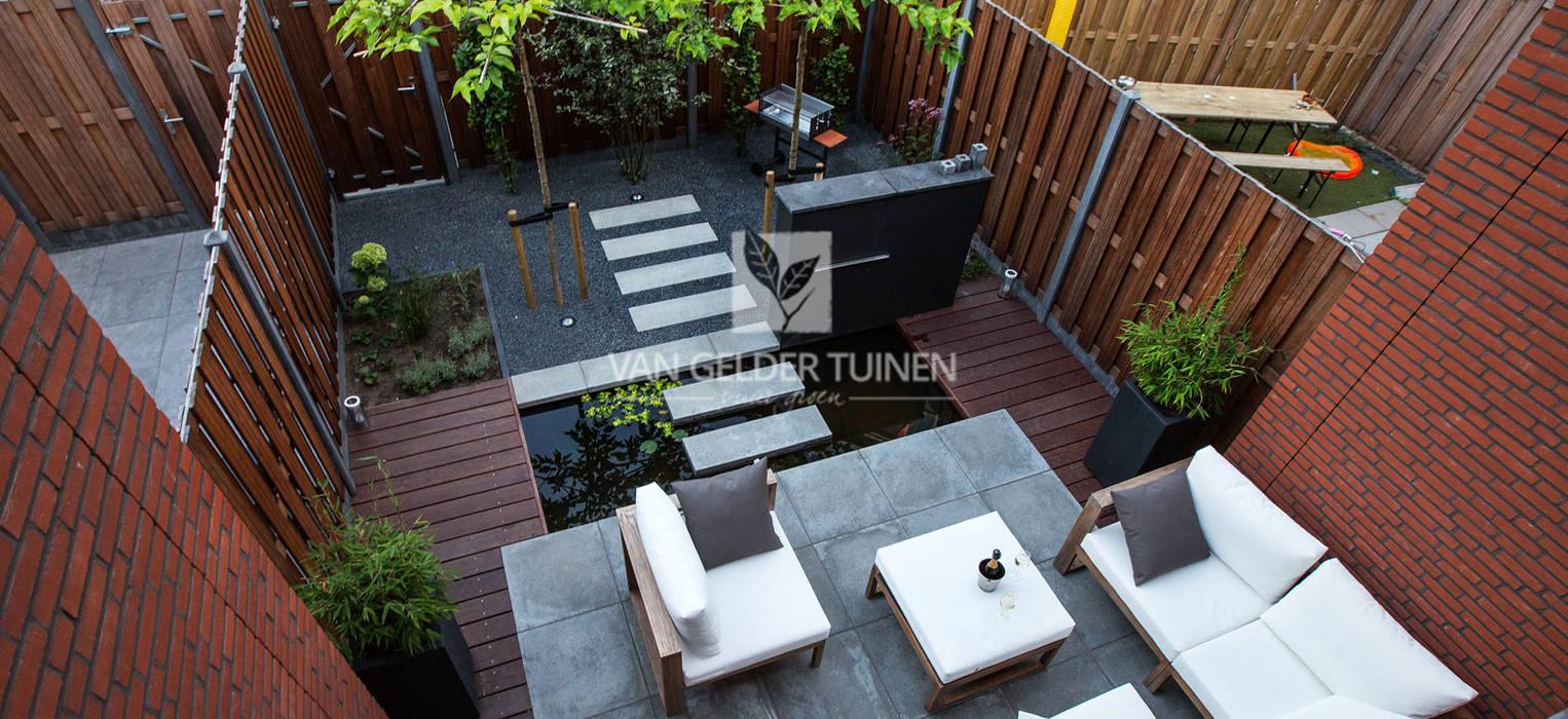 Moderne stadstuin met vijver moderne tuin door van gelder for Moderne vijvers foto s