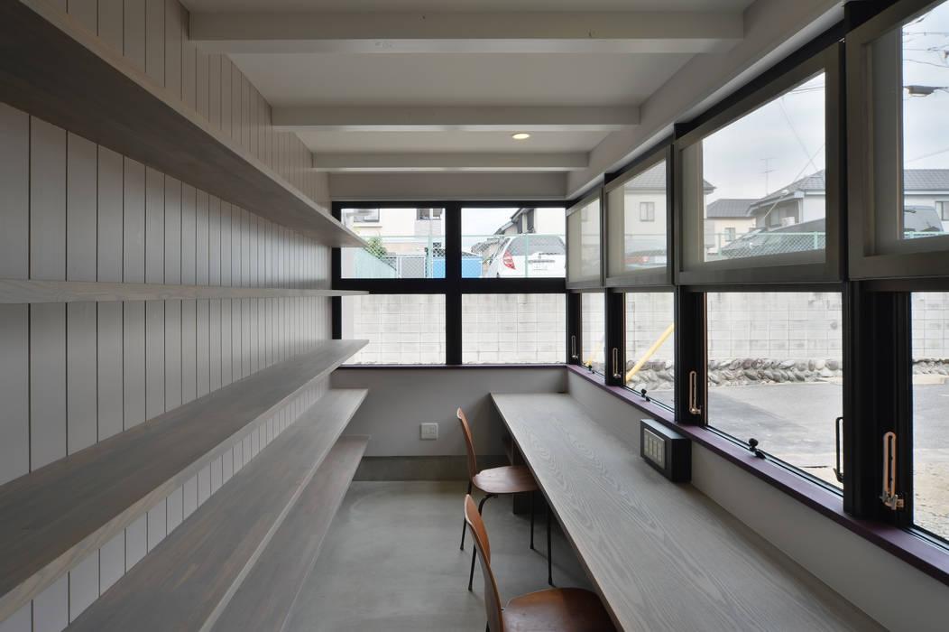 Рабочие кабинеты в . Автор – Nobuyoshi Hayashi, Модерн
