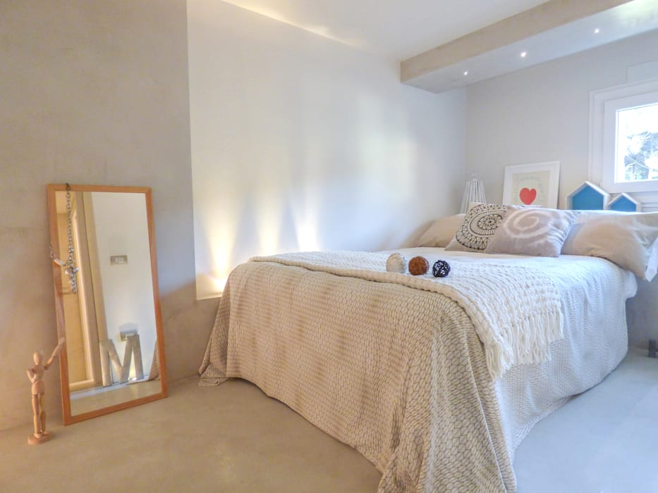 Phòng ngủ phong cách hiện đại bởi Mirna Casadei Home Staging Hiện đại