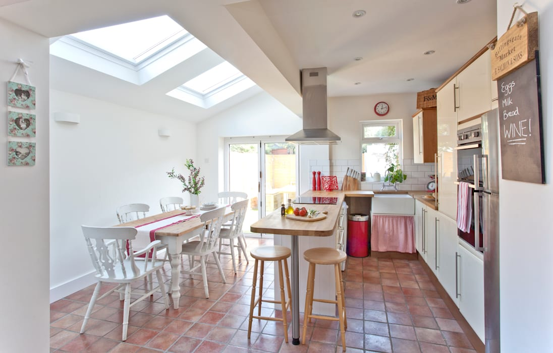 London Hip To Gable Loft Conversion and Extension Cocinas de estilo moderno de A1 Lofts and Extensions Moderno