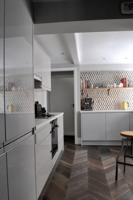 homify KücheSchränke und Regale