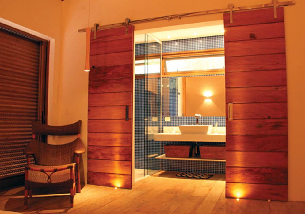 Dormitorios rústicos de RAC ARQUITETURA Rústico