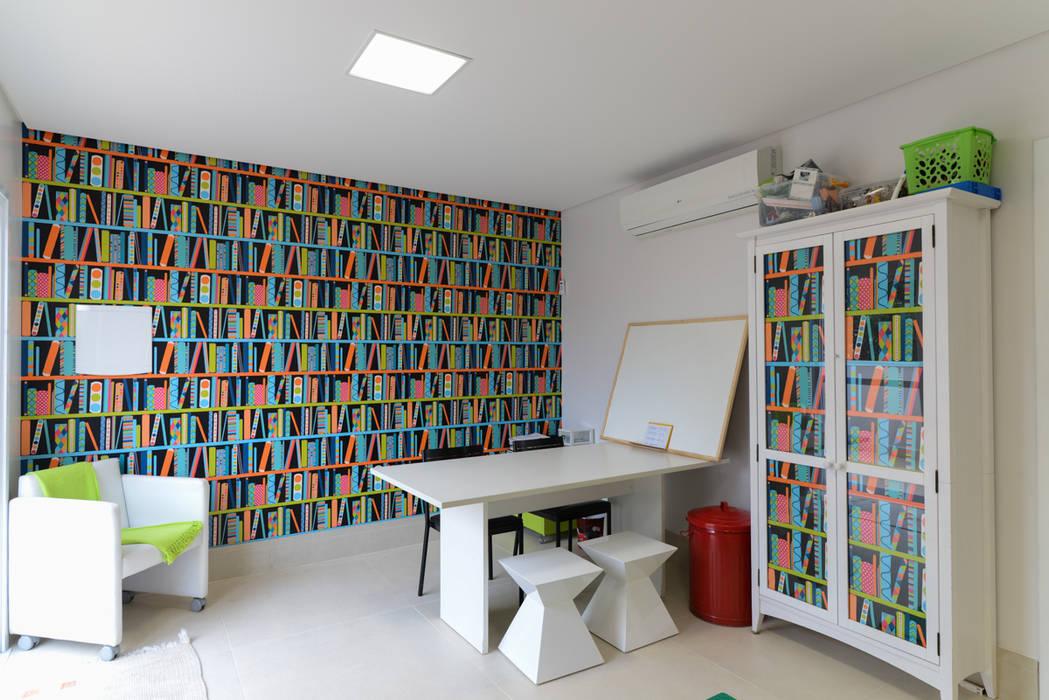 โดย LAM Arquitetura   Interiores โมเดิร์น