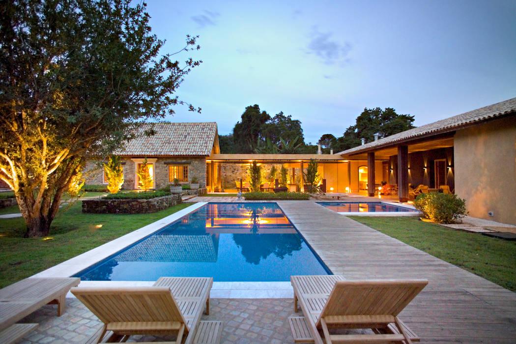 Houses by Mario Caetano e Eliane Pinheiro, Country