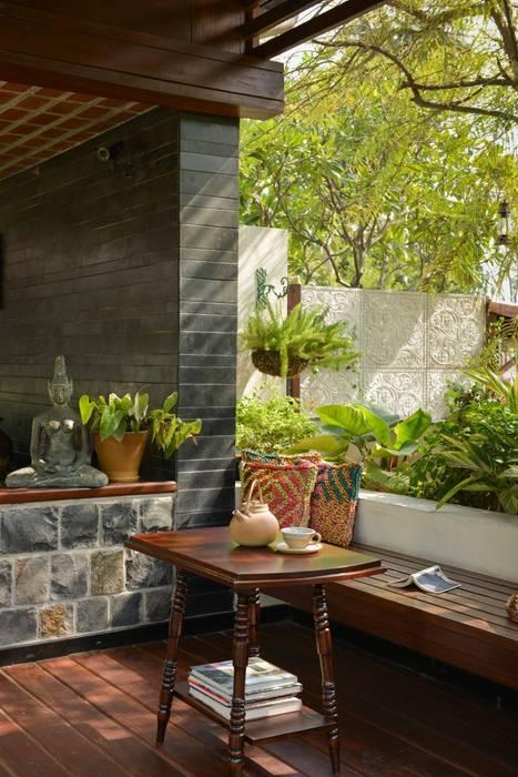 Living room by monica khanna designs,