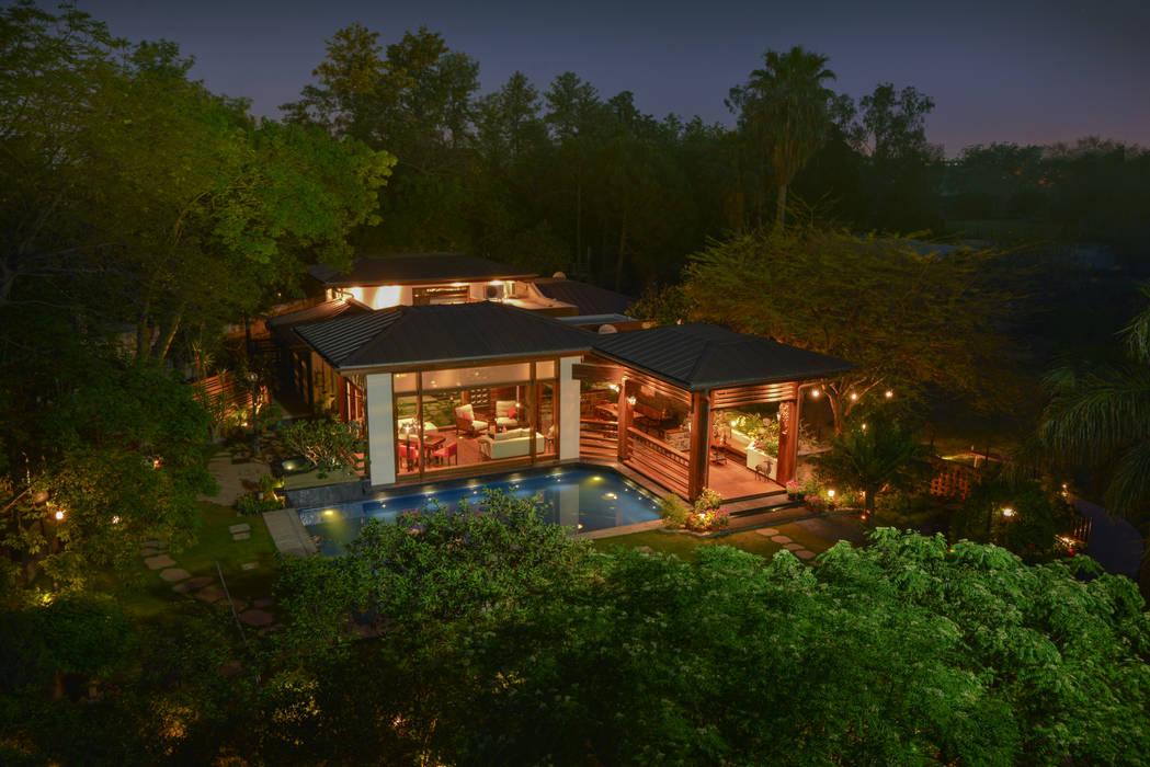 Chattarpur Farmhouse New Delhi par monica khanna designs Moderne
