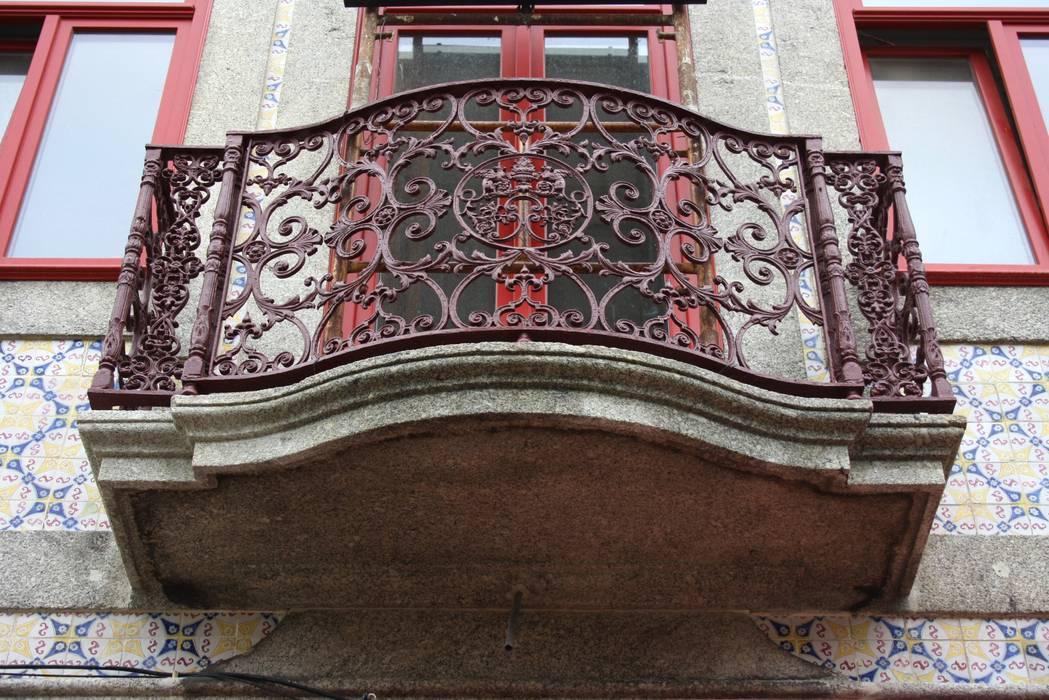 Obra minimalinea Balcones y terrazas de estilo moderno