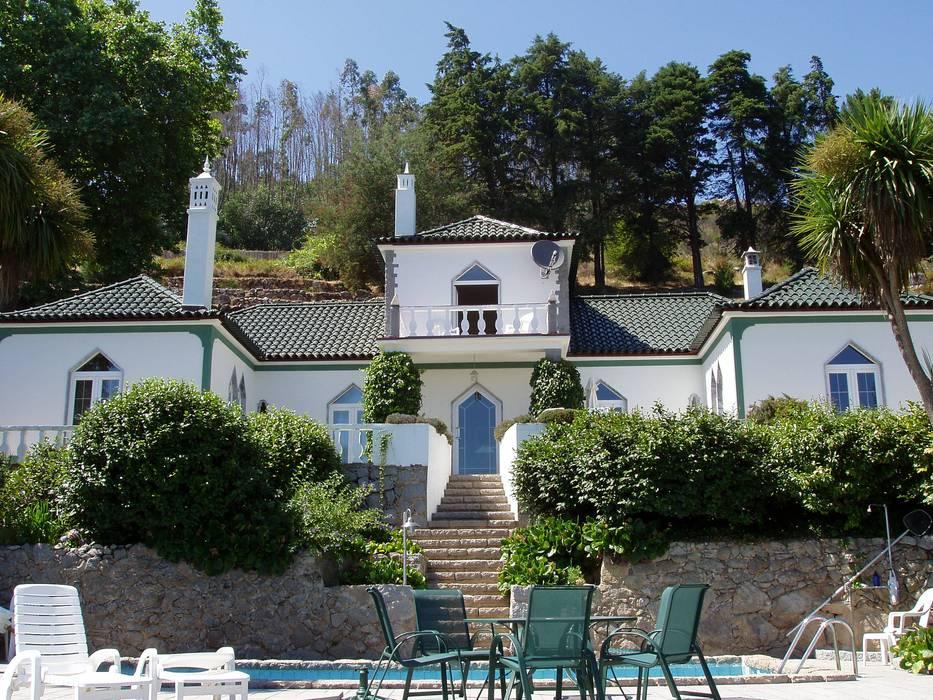 Maisons de style de stile Rural par RenoBuild Algarve