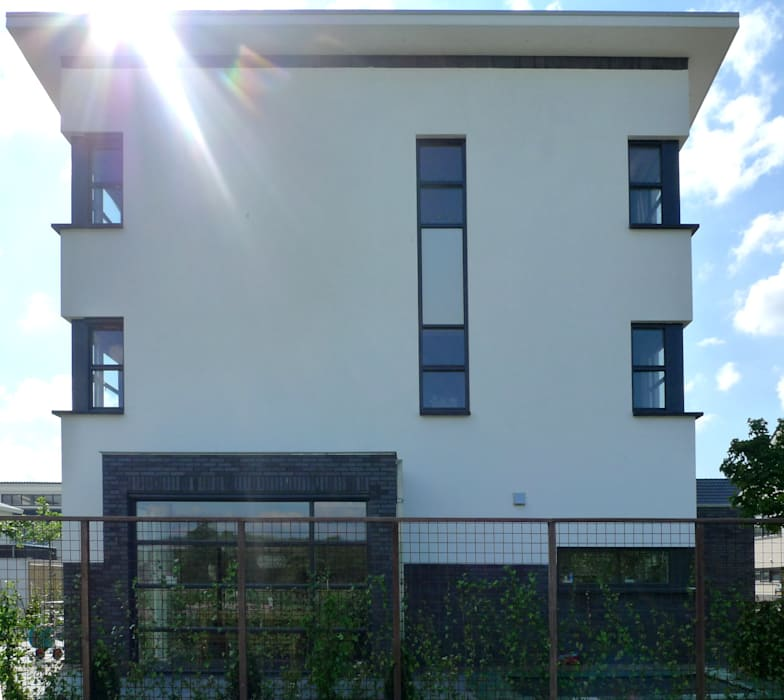 Nowoczesne domy od ARCHITECTENBUREAU WILLEM DE GROOT Nowoczesny