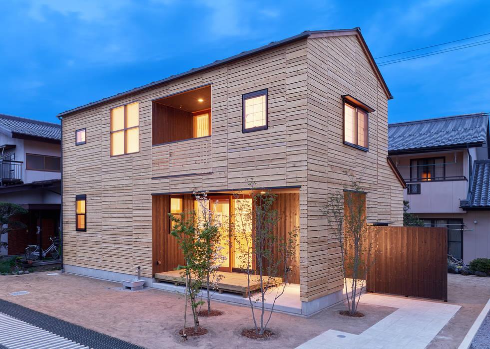 Maisons modernes par 君島弘章建築設計事務所 Moderne Bois Effet bois