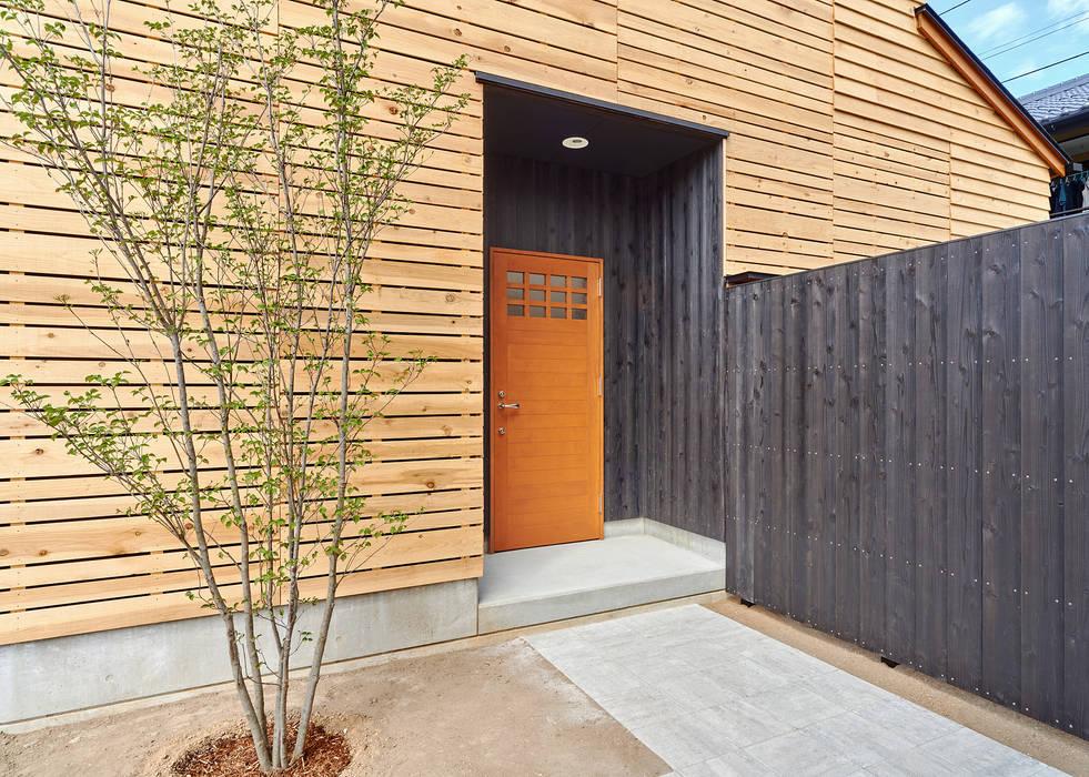 Casas modernas de 君島弘章建築設計事務所 Moderno Madera Acabado en madera
