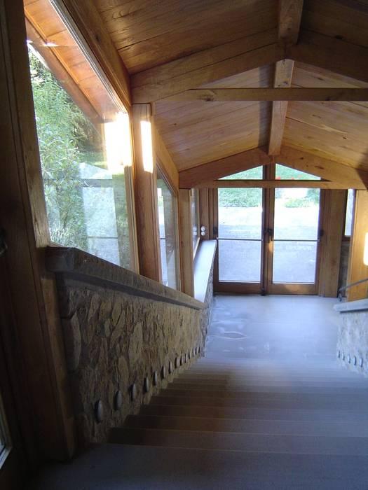 Rustykalne okna i drzwi od Studio A.I.R. Rustykalny Kamień