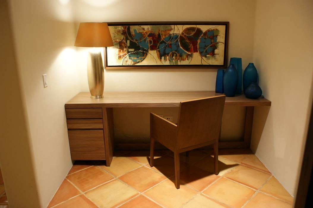 Ruang Studi/Kantor Modern Oleh Olivia Aldrete Haas Modern