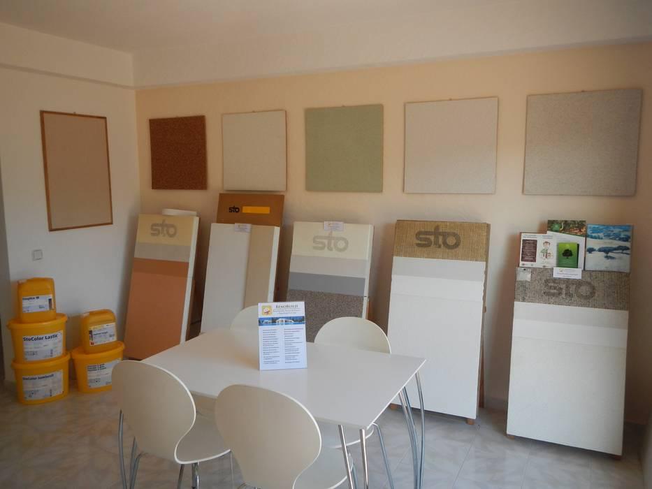 Living room by RenoBuild Algarve