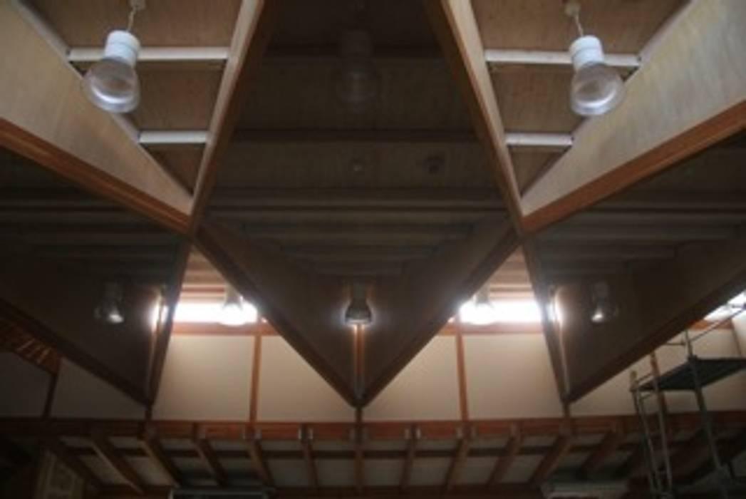 Тренажерный зал в эклектичном стиле от 伊藤邦明都市建築研究所 Эклектичный Дерево Эффект древесины