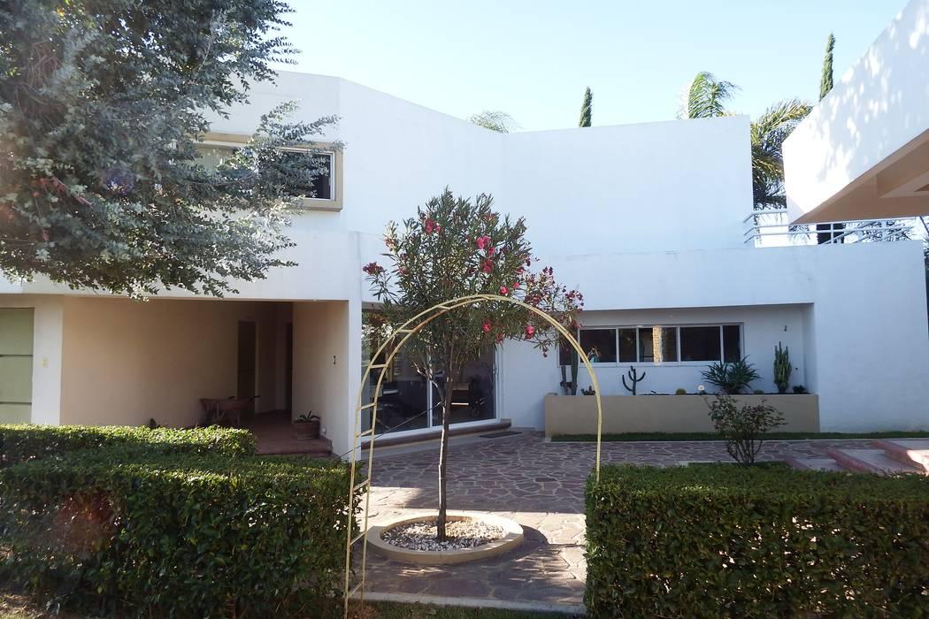 Casa  FR: Casas de estilo  por Flores Rojas Arquitectura