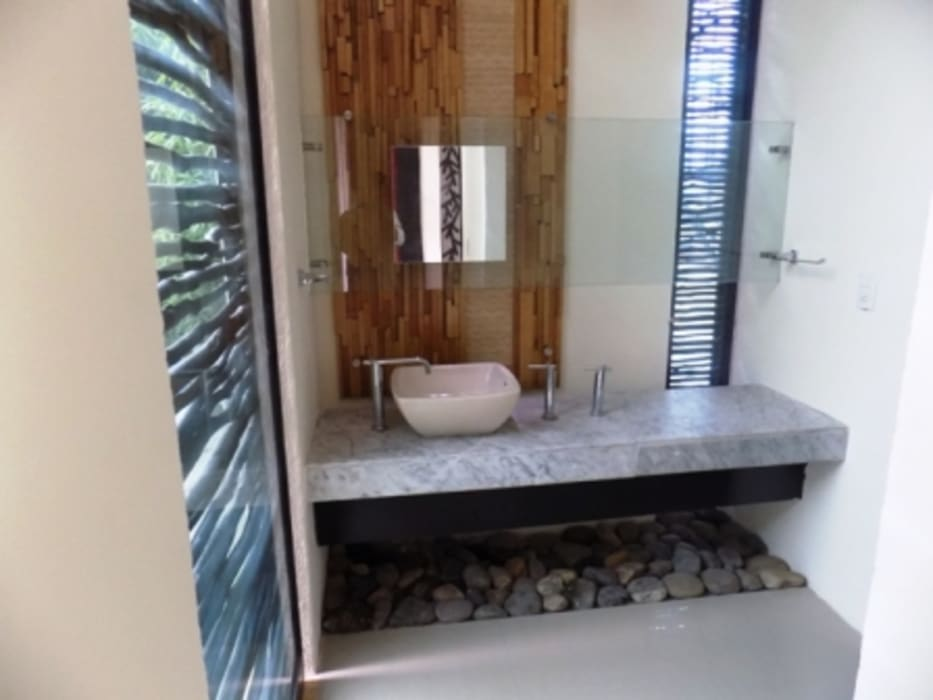 Eclectic style bathroom by bello diseño! Eclectic