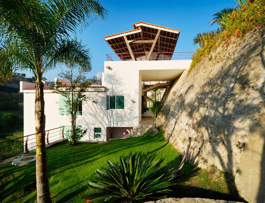 fachada natural Garajes modernos de Excelencia en Diseño Moderno Ladrillos