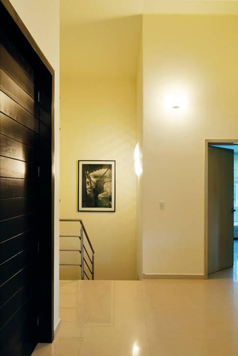 distribuidor Pasillos, vestíbulos y escaleras modernos de Excelencia en Diseño Moderno Ladrillos