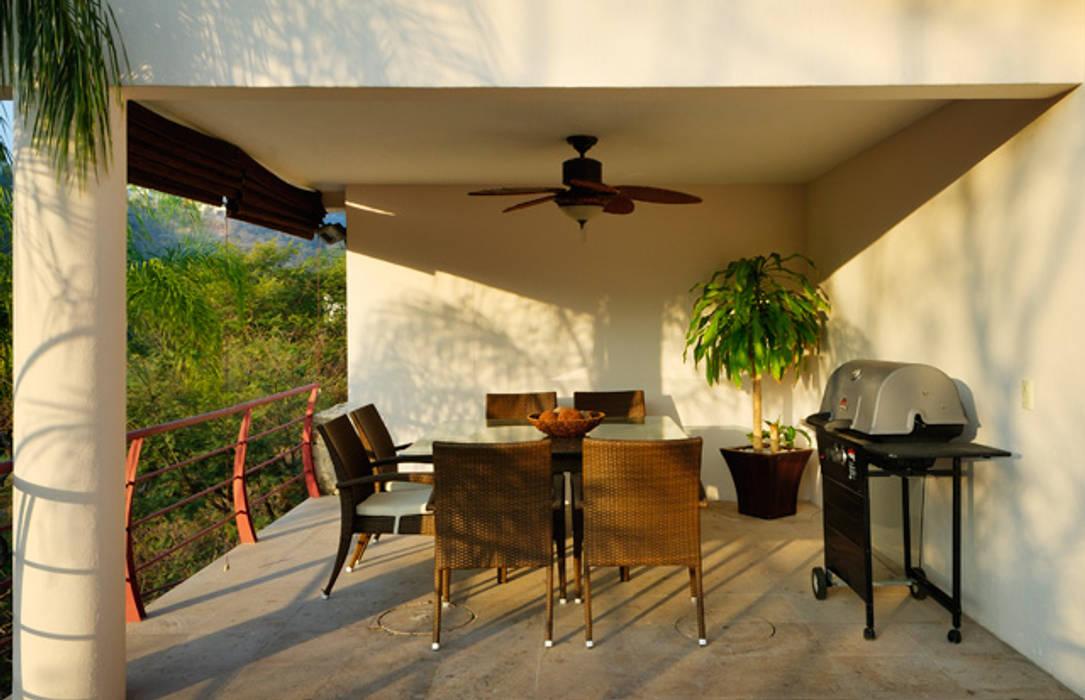 terraza Balcones y terrazas modernos de Excelencia en Diseño Moderno Derivados de madera Transparente